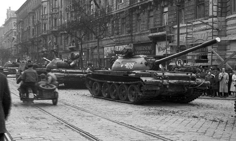io-ft-soviets-in-budapest