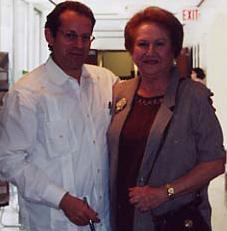 Amparo Posada, esposa de Plinio, con David Landau, 2002.